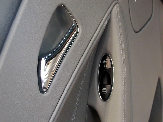 奔驰最新款cls350轿跑车 内饰