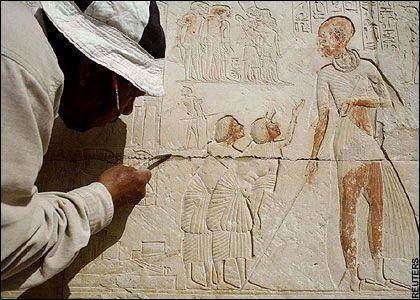 墓穴中的壁画-埃及发现两座3000年前古墓 内部情形惊人