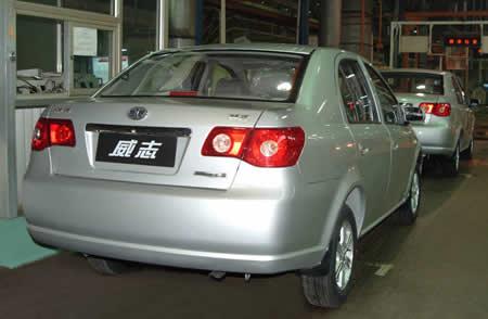 3月9日,天津一汽威志三厢车驶下生产线,这是继2006年10月威高清图片