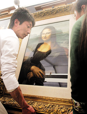 价值700多万元的法拉利跑车、价值398万元的限量版钢琴、高清图片
