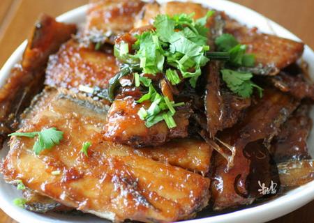 正宗红烧鱼做法视频_人民网组图详解美味酸菜鱼的做法