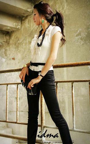 优雅的黑色蝴蝶结腰带高清图片