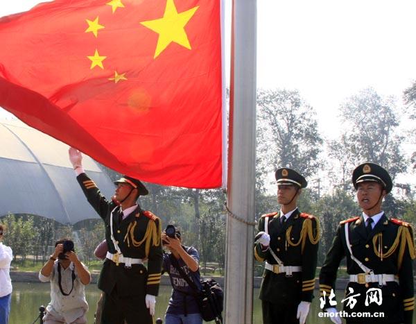 天津青少年图纸下宣誓共度18岁成人礼-青年宫国旗上标电动阀注在图片
