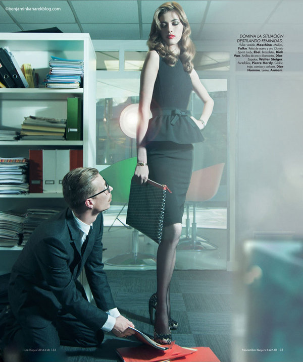 长腿超模示范 办公室性感女上司 时尚呼吸