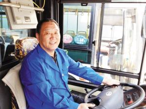 天津北方网讯:   昨天上午,一辆866路公交车行驶到大营门站高清图片