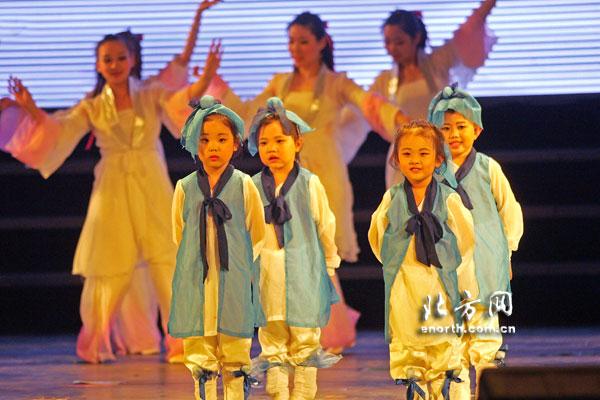 天津警备区机关幼儿园举行六一文艺汇演(组图)