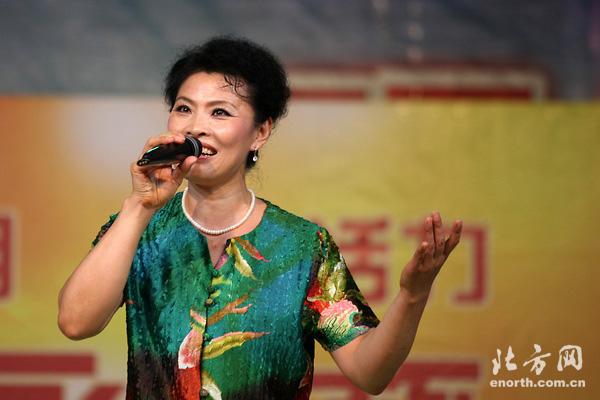 """京调演唱京歌《故乡是北京》,但是当从""""永安杯""""津南赛区的舞台"""