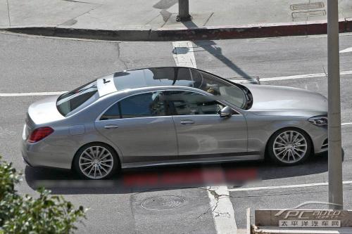 新一代s级之上,让新车更显雍容华贵.   新一代奔驰s级依然采高清图片
