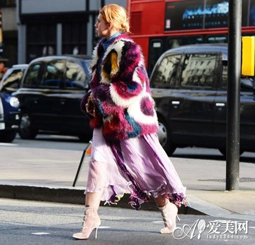 彩色异地亮眼奢华冬日吸睛不二选-高跟鞋,斜挎皮草用情趣用品恋图片