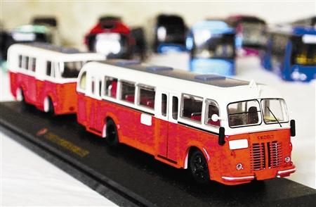 天津北方网讯:   冯世喆是866路公交车驾驶员,同时还是一个高清图片