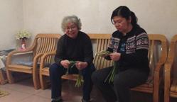 我叫杨志英是东盈园社区居民,住在华旺里2号楼,我家4口人闺女,姑爷