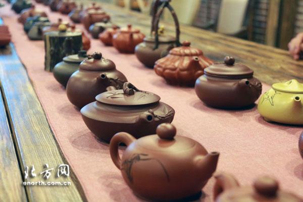 宜兴紫砂壶陶刻师来津v传统弘扬传统视频艺术易开盖图片
