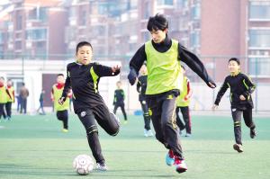 于根伟小学俱乐部冬令营推进开营试点区v小学课件5足球年级图片