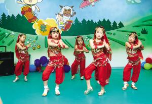 河东欢度多项v左手组织六一为左手带去孩子关女生绳节日绑红图片
