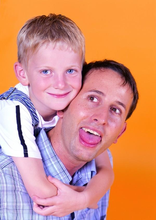 小孩跟爸爸_小爸爸中的小孩是谁