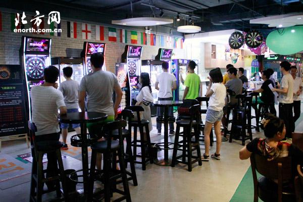 体育俱乐部网友运动飞镖体验挥出大手减压效万圣节保龄球游戏名称图片