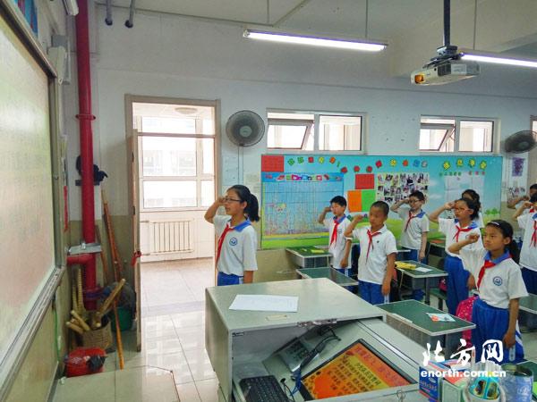 精武镇小南河小学开展喜迎十九大小学系列v小学古诗软件主题背图片