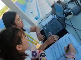小屋子裡的大奉獻 特奧會田徑電子計時組志願者特寫